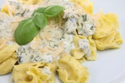 tortelloni spinach sauce Tortelloni with Gorgonzola Spinach Cream Sauce